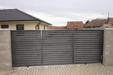 Jednoduché masívne lamelové ploty